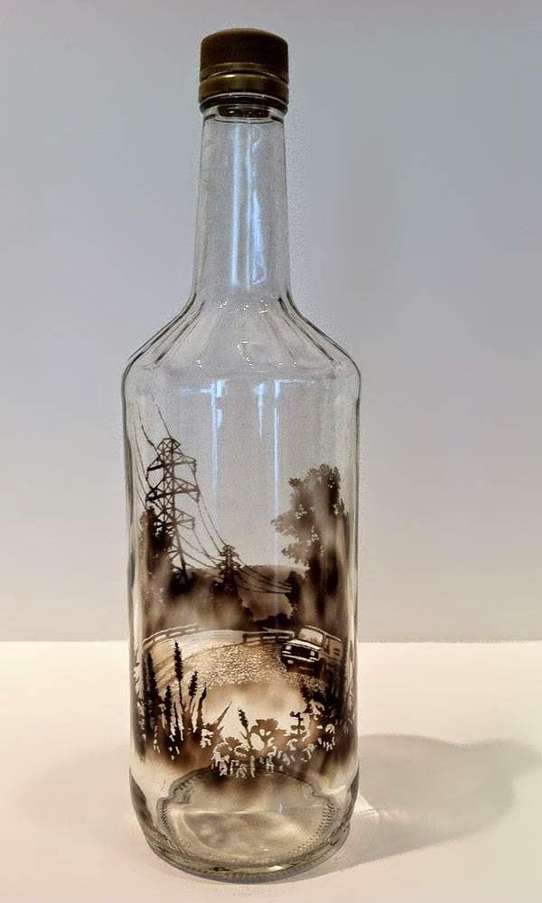 رسومات بالدخان محبوسه داخل زجاجة 524873114.jpeg