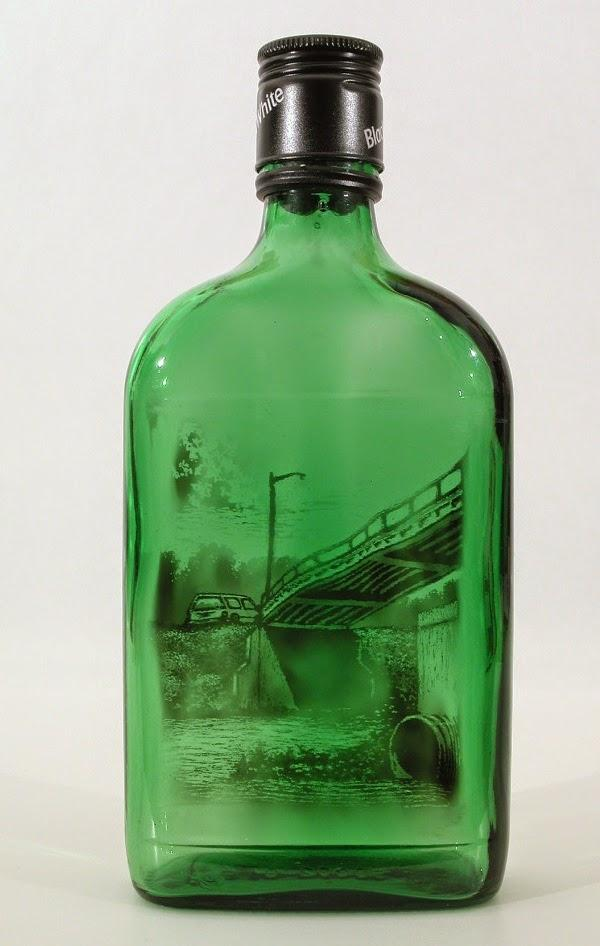 رسومات بالدخان محبوسه داخل زجاجة 551849082.jpeg