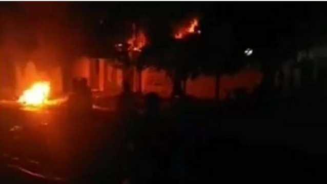 مجهولون يحرقون مقرات طالباني في دهوك