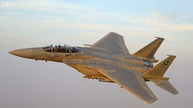 التحالف العربي بسلاح امريكي بقيادة السعودية يقصف وزارة الدفاع في صنعاء