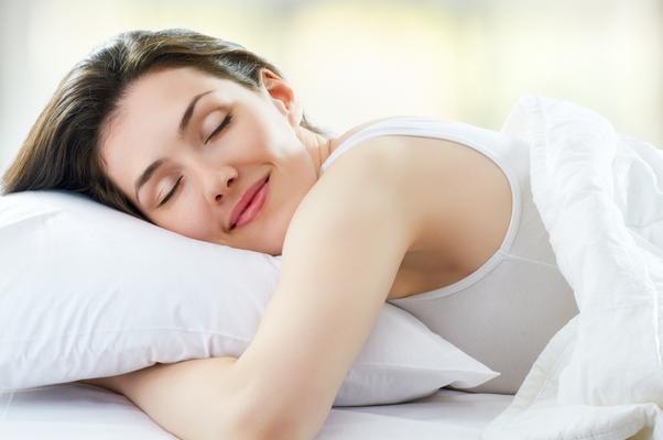 اكلات تسبب كوابيس اثناء النوم 631603498.jpg