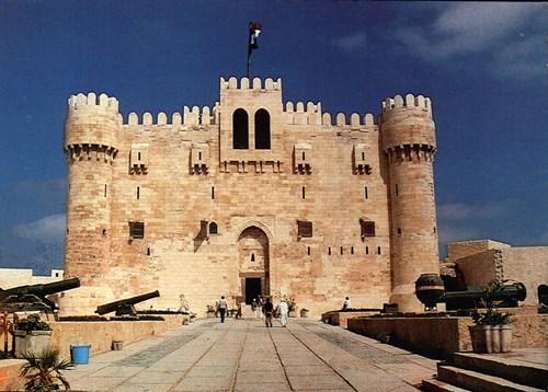 تعرف على قلعة قايتباي التاريخية في الاسكندرية 2018 752550872.jpg
